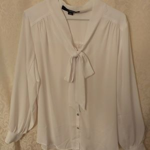 NWOT Bow tie white blouse